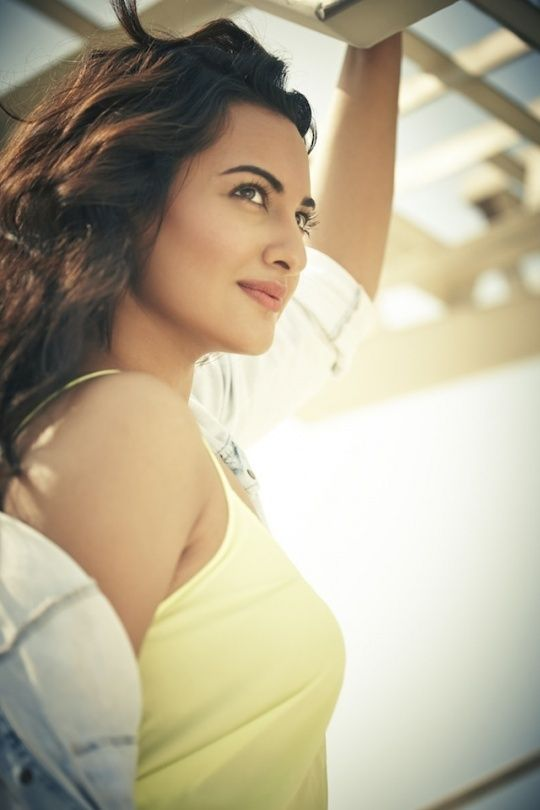 50 Cops 30 Bouncers For Sonakshi S Security Beautiful Indian