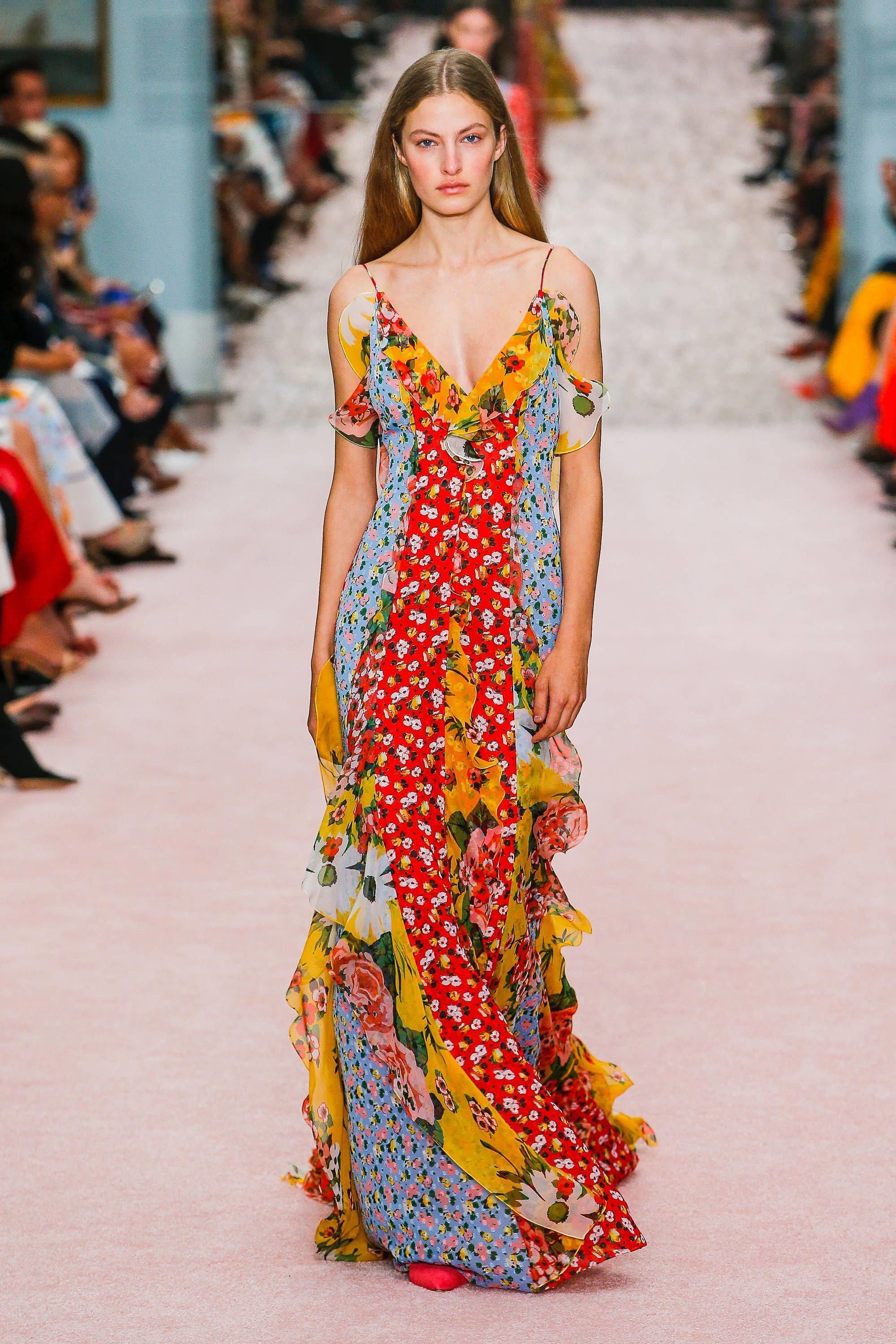 aed03c99b7f4 Carolina Herrera Spring 2019 Ready-to-Wear Collection - Vogue  BohoFashion