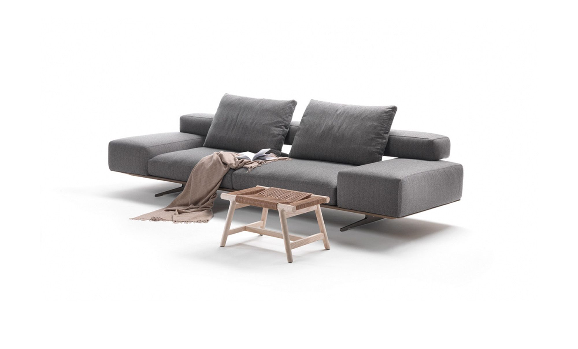 Wing Sofa In Grey With Giano Ottoman From Flexform Sofas  # Muebles Di Giano