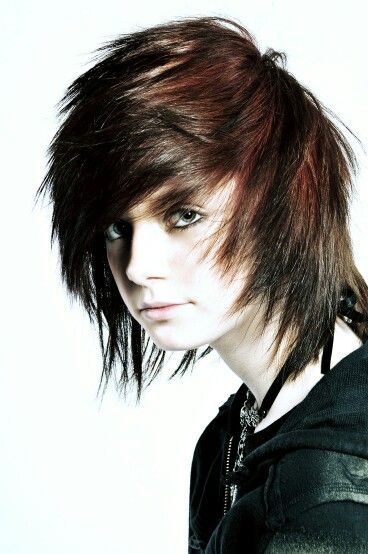 Pin By Raad Zdn On ايمو Emo Hairstyles For Guys Cute Emo Boys Emo Scene Hair