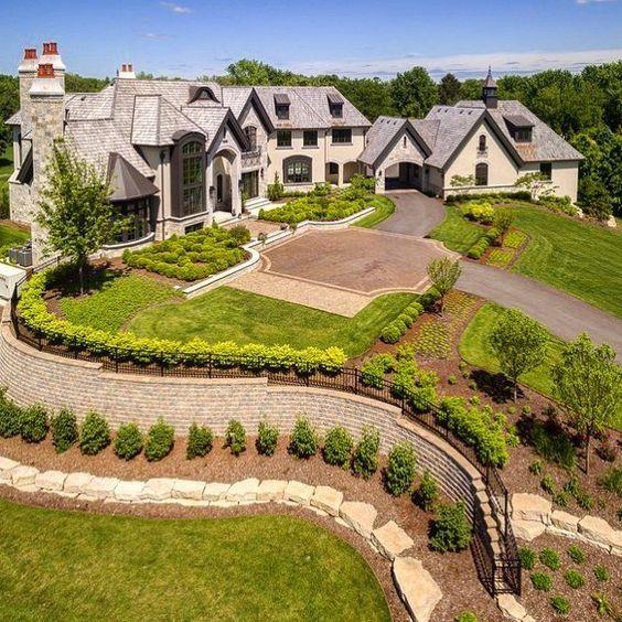 Elegant 21,000 Sq Ft Mansion Located In Chicago Features 6