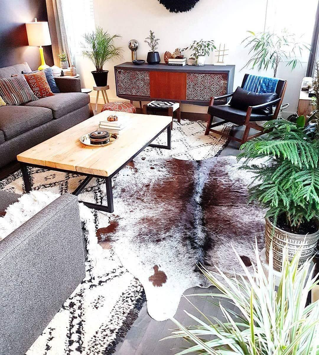 Pin By Saudhi Wise On Dwcor Cow Hide Rug Hide Rug Living Room Cowhide Rug Living Room