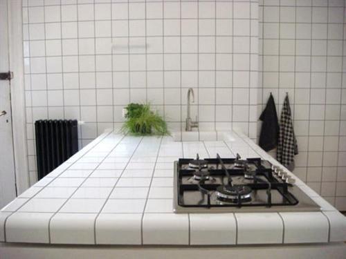 White Ceramic Tile Kitchen Ideas