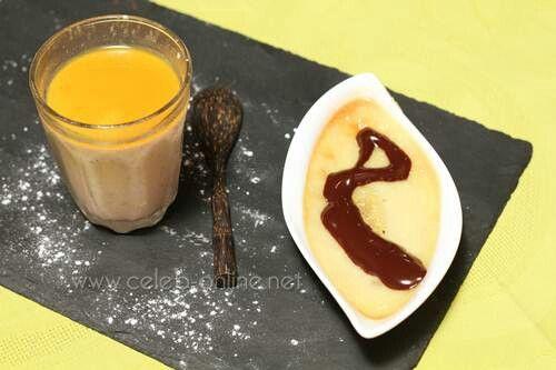 พานาคอตด้าสตรอเบอร์รี่และเสาวรสกับกล้วยอบกับซอสช็อกโกแลต
