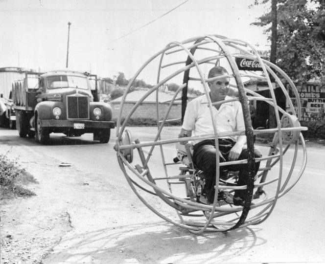 Herman P. Anderson demonstrates his car of the space age. He said the invention is capable of 200 miles per hour speeds, 1958. Ph. Asso Press.