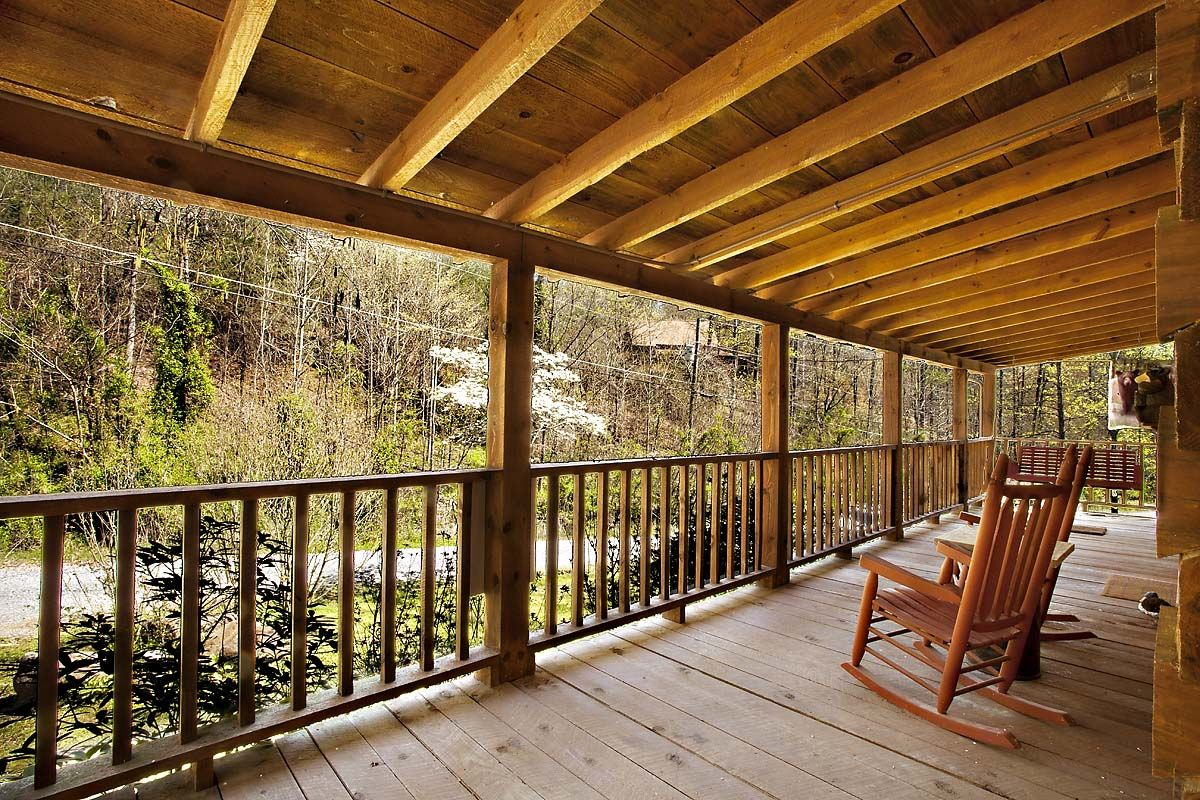 gatlinburg pet friendly located bedroom cabins views abundant cabin in