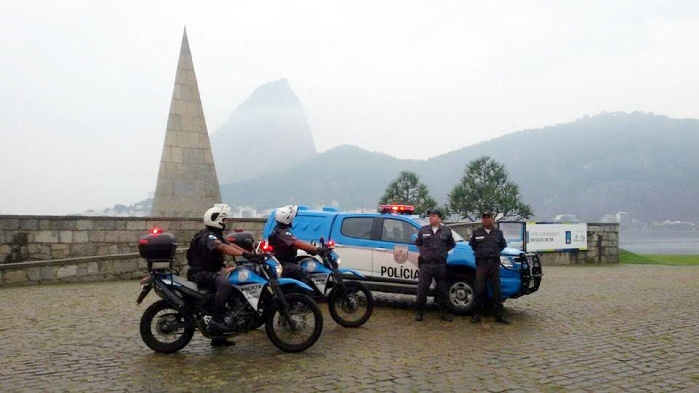 PMERJ Polícia Militar do Estado do Rio de Janeiro (2º BPM) - Aterro do Flamengo. Monumento Estácio de Sá.   https://www.facebook.com/pmerjoficial/photos/a.898654460156113.1073741828.898099446878281/946541548700737/?type=1&theater