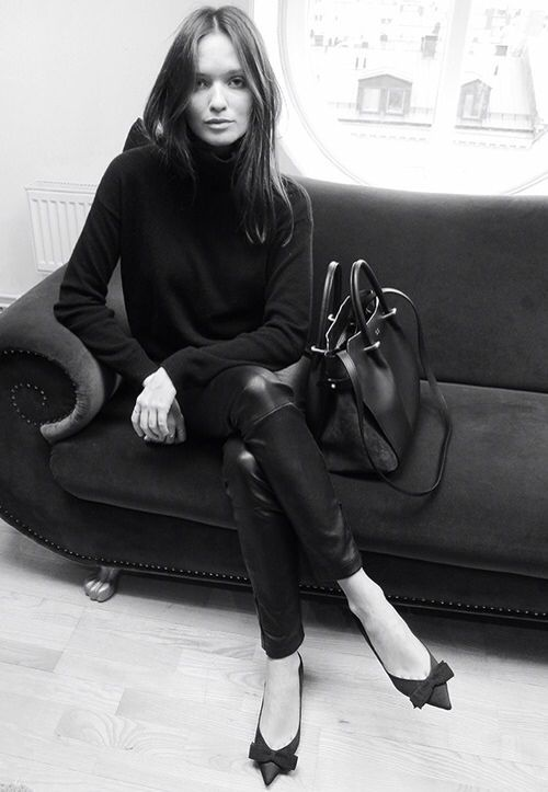 Black turtleneck, leather skinnies, pointy heels with bows