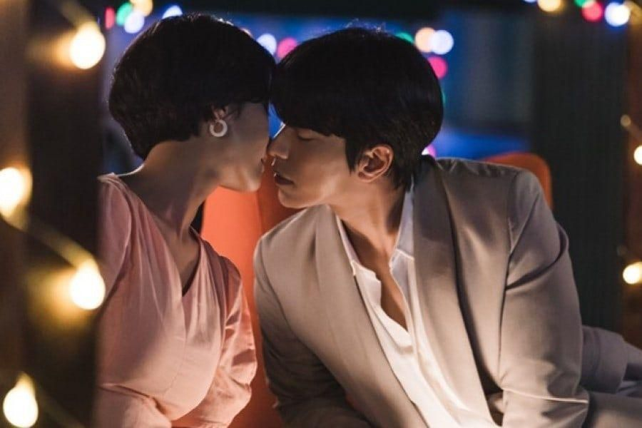"Hwang Jung Eum And Yoon Hyun Min Lean In Close For A Romantic Moment In ""To All The Guys Who Loved Me"""