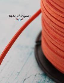 En couleur orange du cordon lacet suédine pour la fabrication de bijoux fantaisie.
