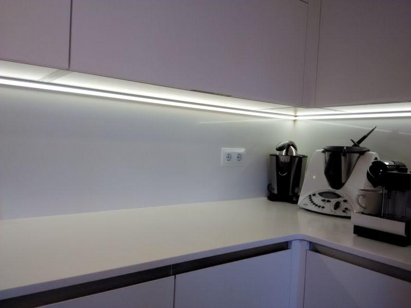 Cocina iluminacion cocina bajo mueble una cocina - Iluminacion led cocina ...