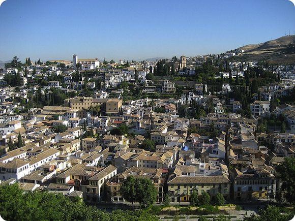 Albaicín, Sacromonte y El realejo son los tres barrios imprescindibles que no te puedes perder en tu escapada a Granada.