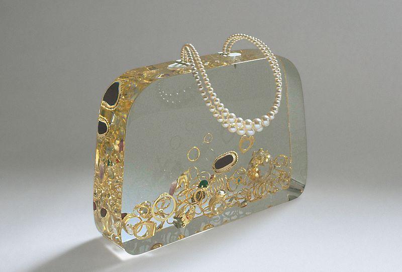 Ted Nooten   Ageeth's Dowry bag (1999)   #autonomous   Jan Wagenaar