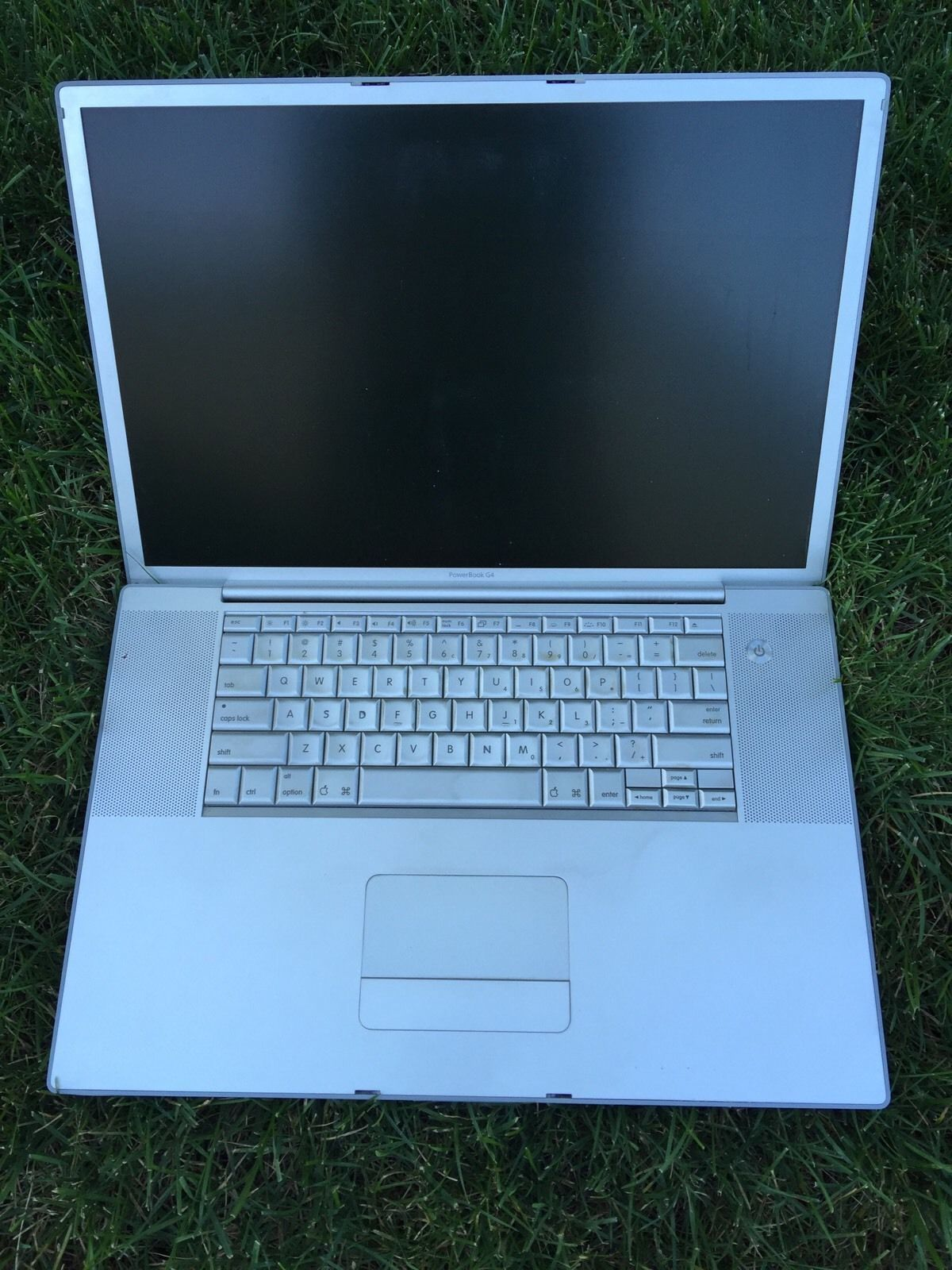 "Mac Apple PowerBook 17"" G4 1.67 GHz For Parts but Powers Cheap Bid .99 cents"