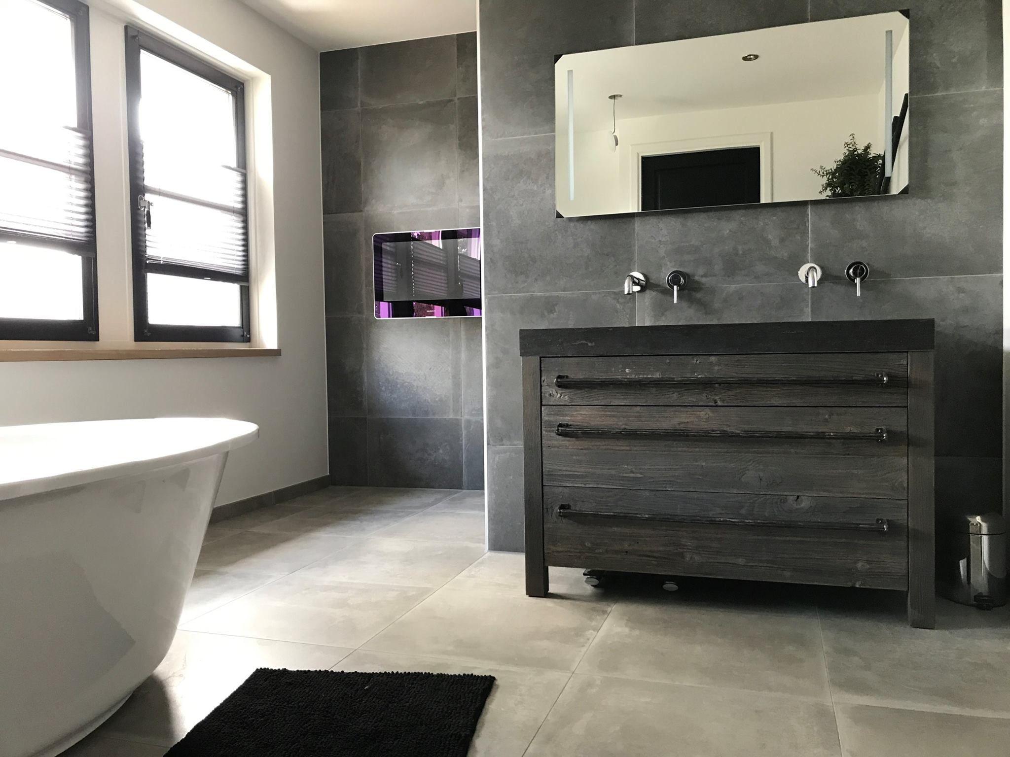 Badkamermeubel hout tegels badkamer en badkamermeubel