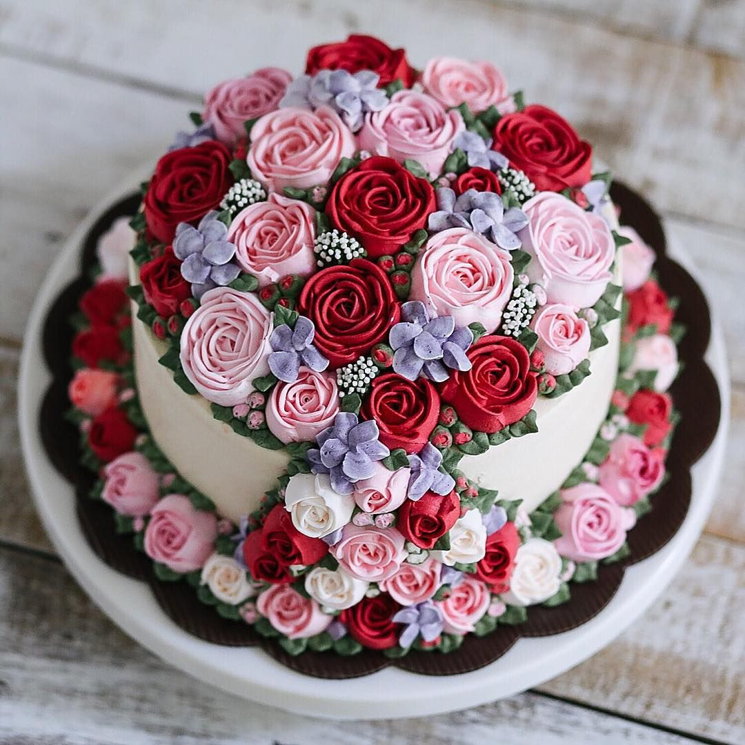 Repost motomakan @ivenoven buttercream flower vines cake