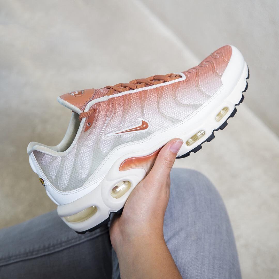 Nike Airmax Plus x Essential . These