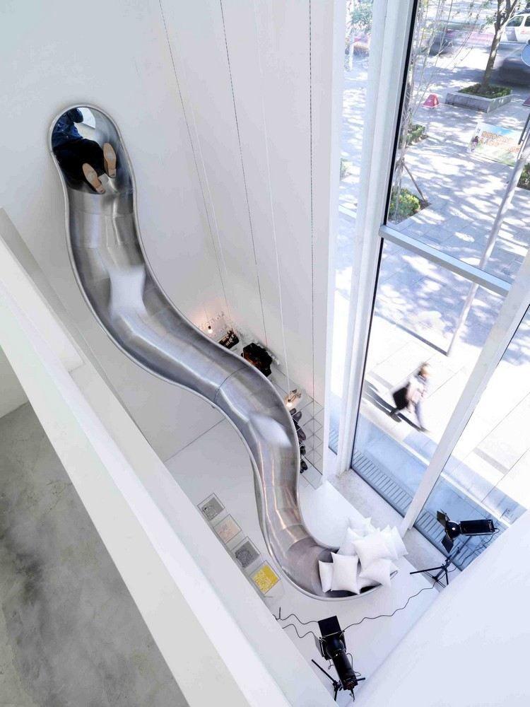 maison avec toboggan m tallique qui descend au rez de. Black Bedroom Furniture Sets. Home Design Ideas