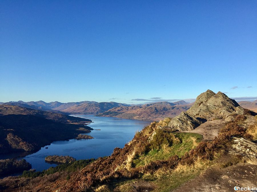 Places to see, walks and beautiful sceneries to discover on and around Loch Katrine, one of the most amazing areas throughout Scotland and located inside the Loch Lomond and Trossachs National Park. #lochkatrine #scotland #uk #lochlomond #visitscotland #travel #tourism