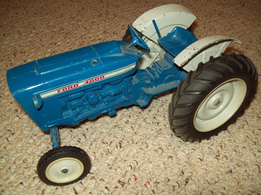 Metal Toy Tractors >> Vintage 1970 S Blue Ford 4000 Farm Tractor Metal Toy By Ertl