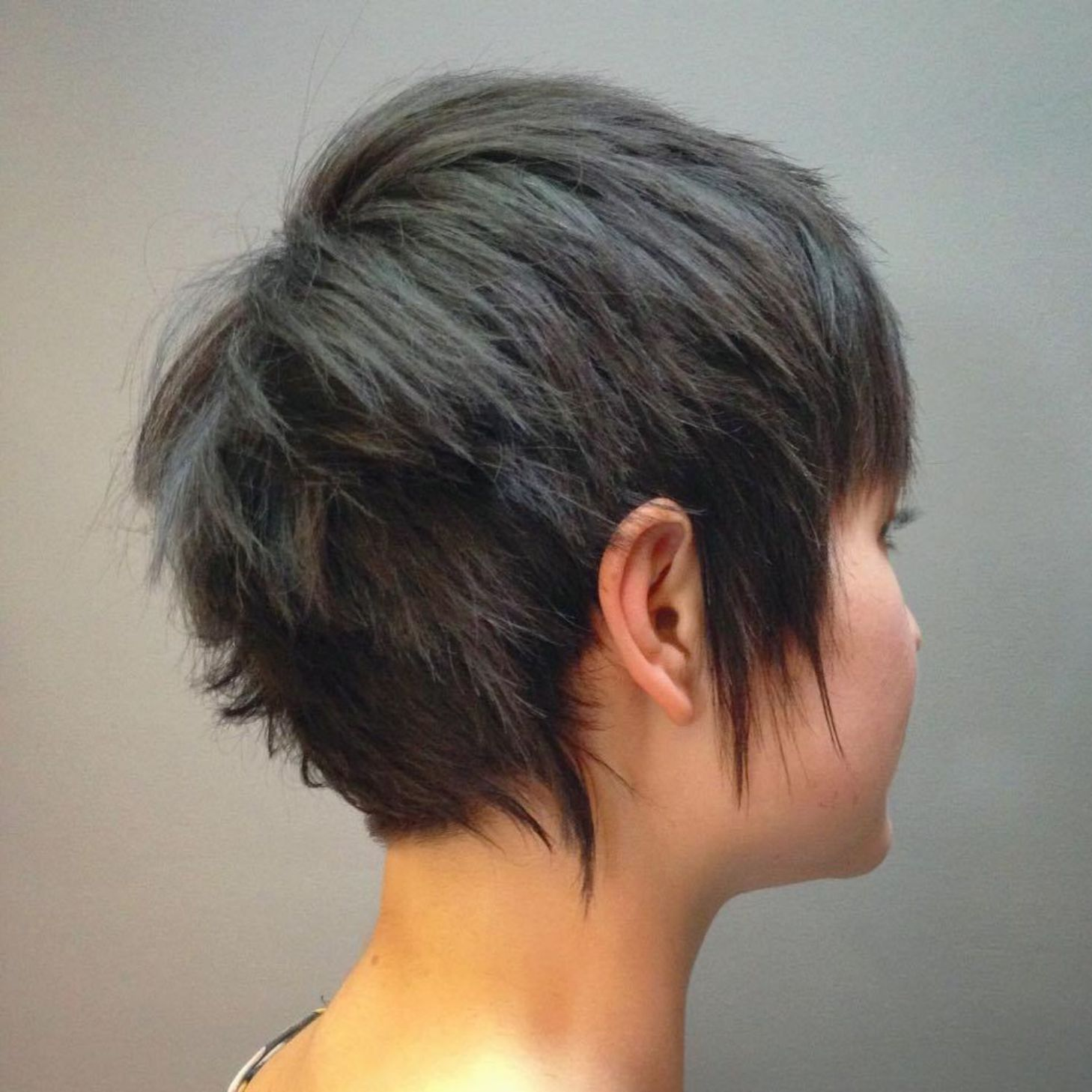 Super Cute Looks with Short Hairstyles for Round Faces  looks