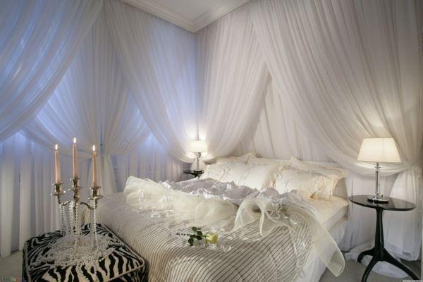 gardinen dekorationsvorschl ge f r ein sch nes zimmer schlafzimmer himmelbett bett. Black Bedroom Furniture Sets. Home Design Ideas