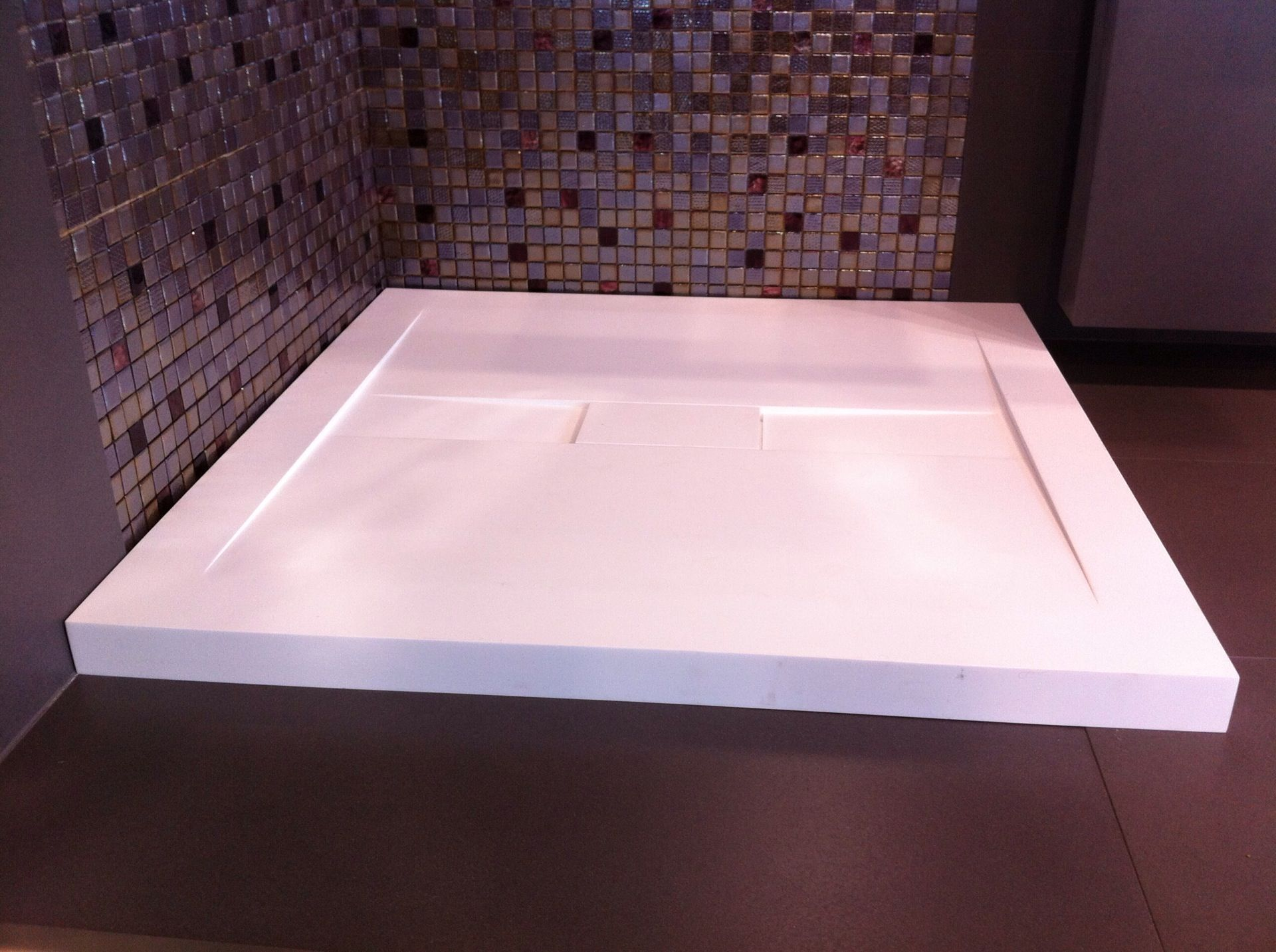 Description: Shower Tray Material: Solid Surfaces White Matt Model:  Solidslim Code: 1007003