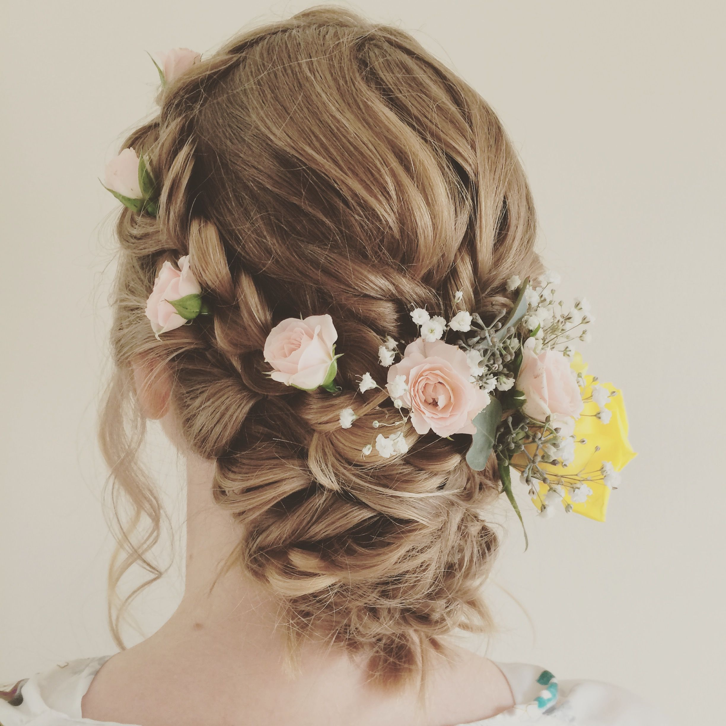 51 Romantic Wedding Hairstyles: Hairstyles With Fresh Flowers