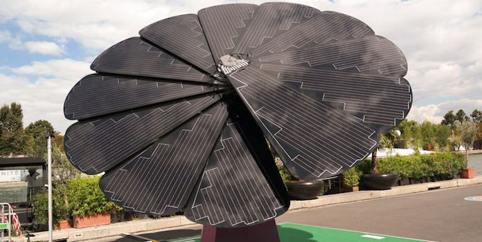 We Look At Smartflower Cost A Self Contained Residential Solar Installation That Looks Like A Flower As A Viable Alterna Solar Cost Solar Design Solar Panels