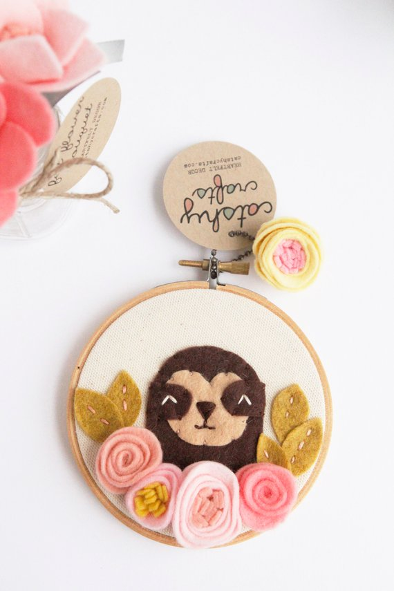 Sloth Wall Art. Embroidery Hoop Art. Kids Room Decor. Baby Sloth and Felt Flowers. Felt Applique 3D Art. Baby Shower Gift