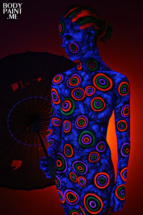 Blacklight Bodypainting Circles In 2019 Body Painting