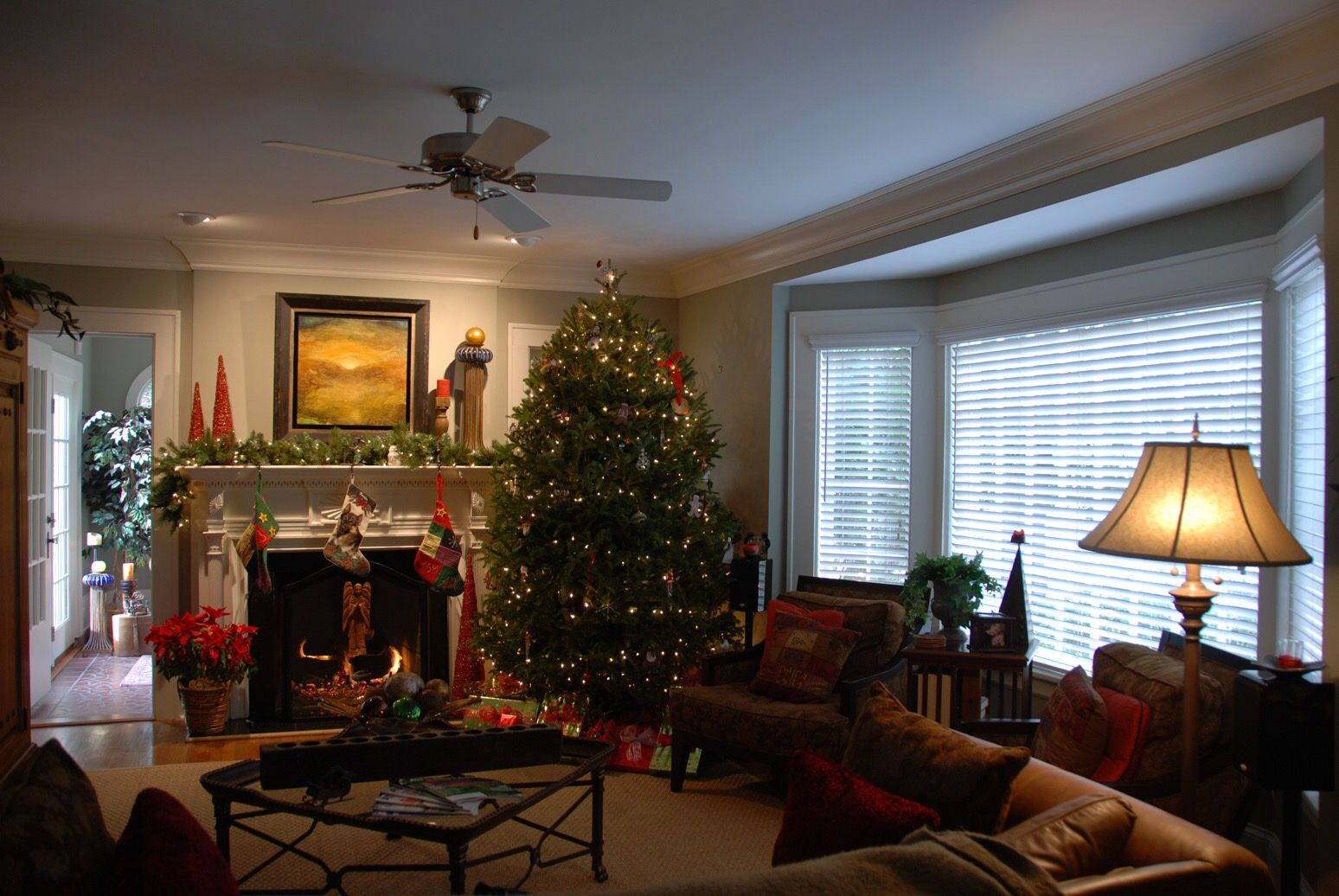 Pin by Darby on Vintage Christmas | Christmas living rooms ...