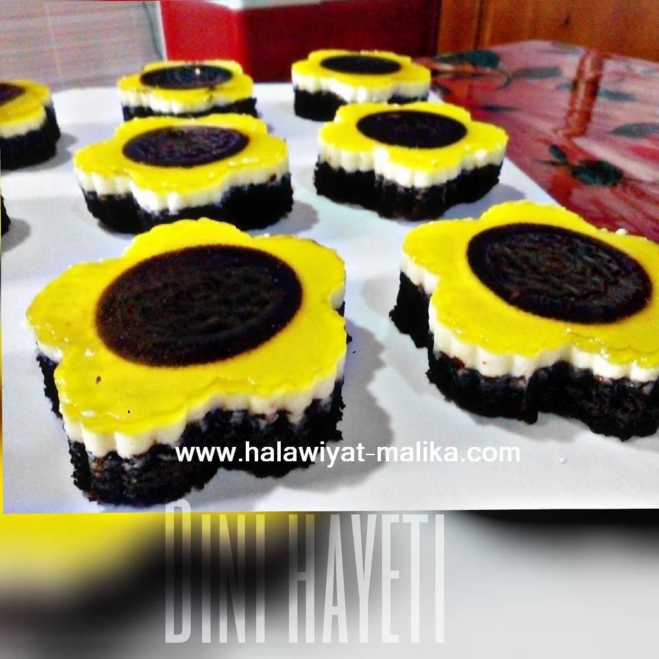 حلى دوار الشمس ولا أروع Cake Cookies Blog Desserts