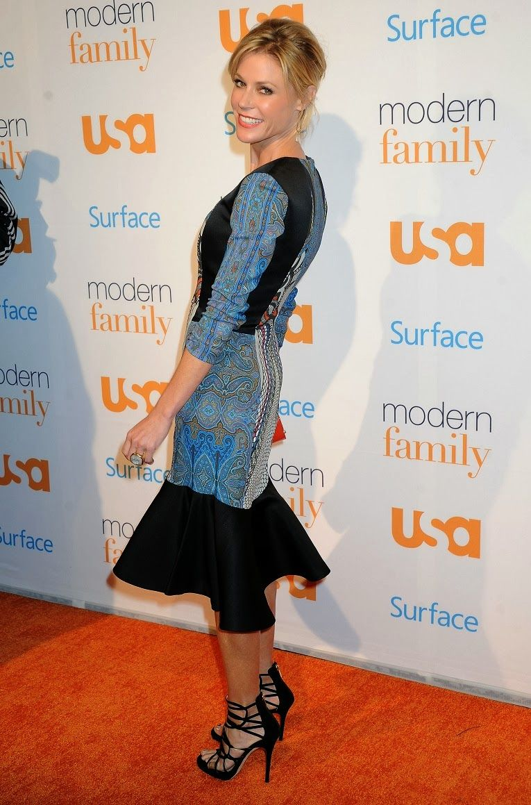 Julie Bowen wears Etro at the USA Network's Modern Family
