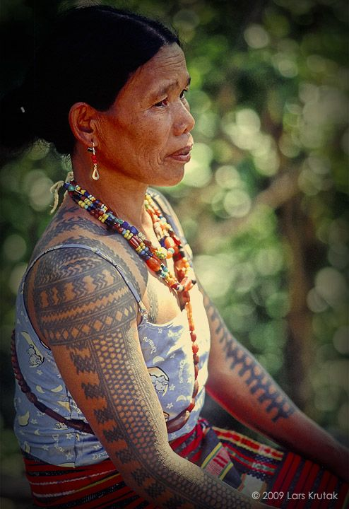 The Last Kalinga Tattoo Artist Of The Philippines Filipino Tattoos Philippines Tattoo Filipino Tribal