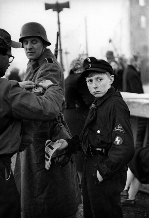 "Henri Cartier-Bresson - Shooting of Anatole Litvak's film ""Decision before Dawn"""