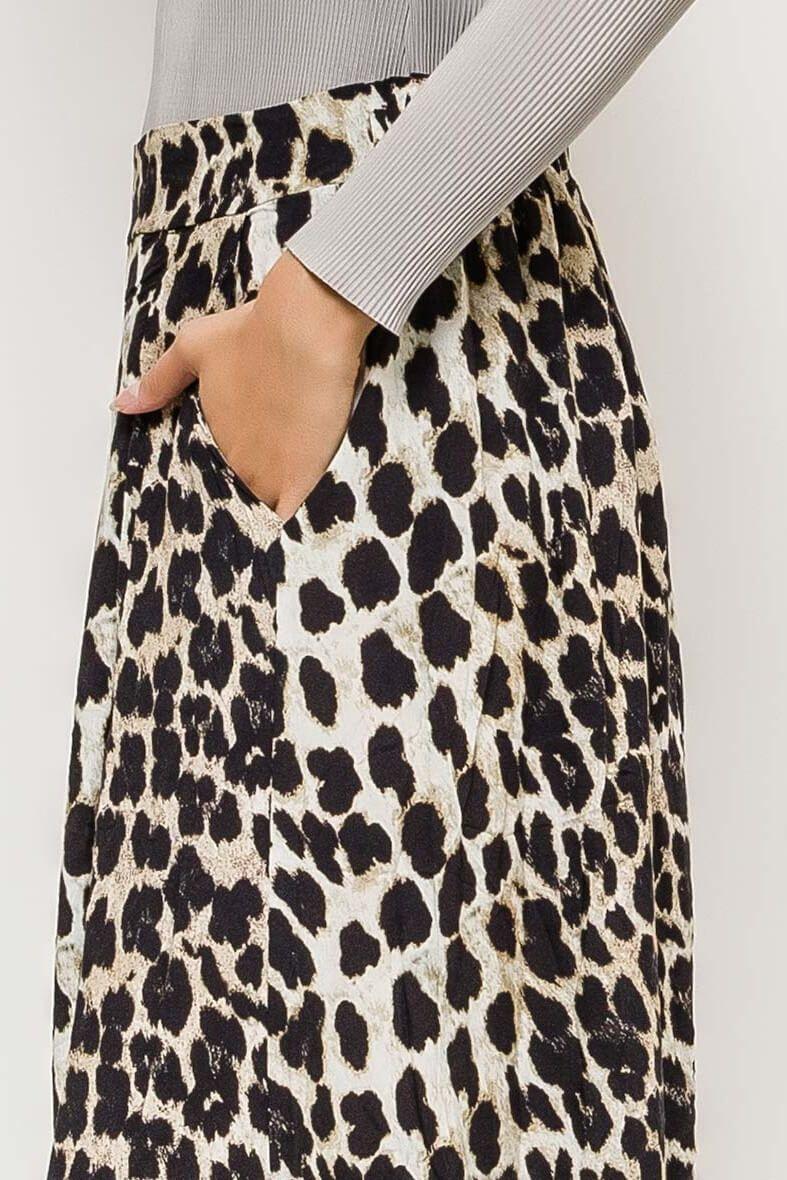 15e25b696914 Dlhá biela sukňa s leopardím vzorom