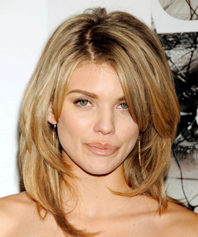 Medium Length Hairstyle For Oval Shape Face