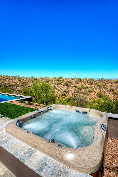 Spa Jacuzzi Encastre Dans Une Terrasse Avec Une Magnifique Vue Dur Le Desert Jacuzzi Exterieur Spa Jacuzzi Spa