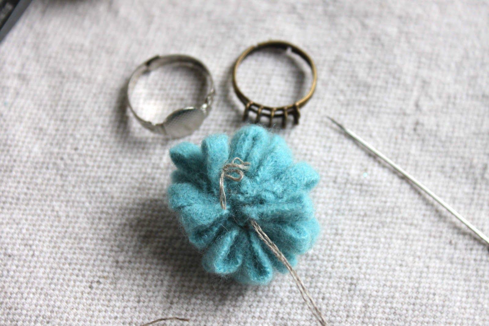 helana and ali: Felt Flower Ring