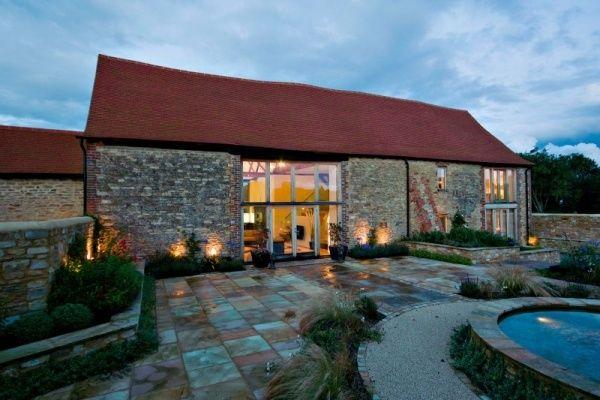 Alte Scheune zum Wohnhaus umgebaut-Sichtbare Sparren und ...