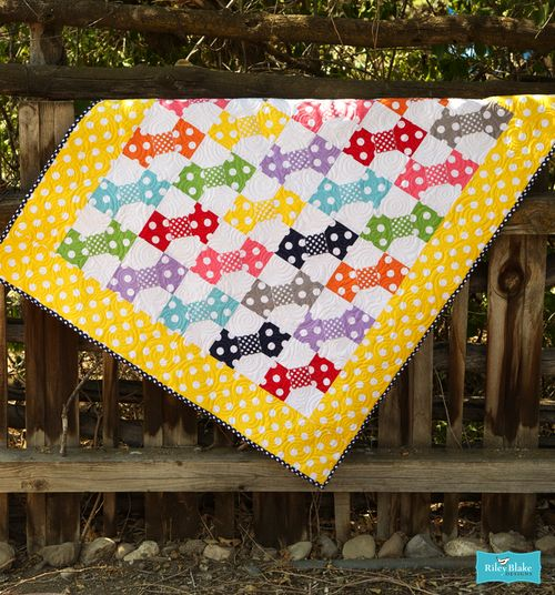 Free Quilt Pattern using Basic Dots by the RBD Designers for Riley Blake Designs  #rileyblakedesigns #polkadot #freequiltpattern #bowtiequilt