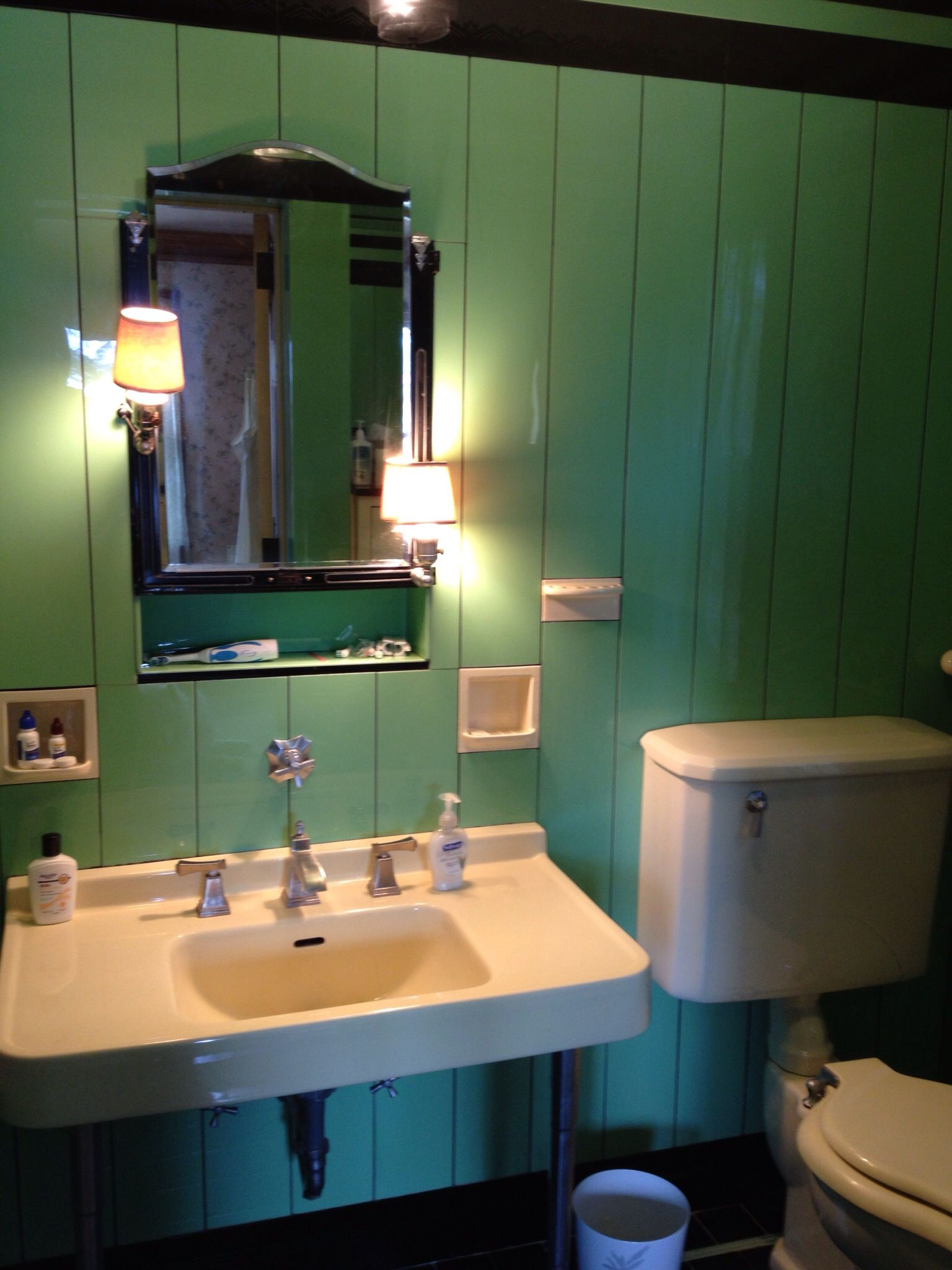 Jade vitrolite art deco 1930 39 s bathroom with original kohler sink and toi - Toilette original deco ...