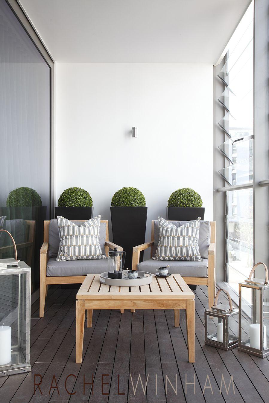 Um Pequeno Ambiente Para Colocar Plantas E Moveis Confortaveis São A Ideia  Desta Sacada.