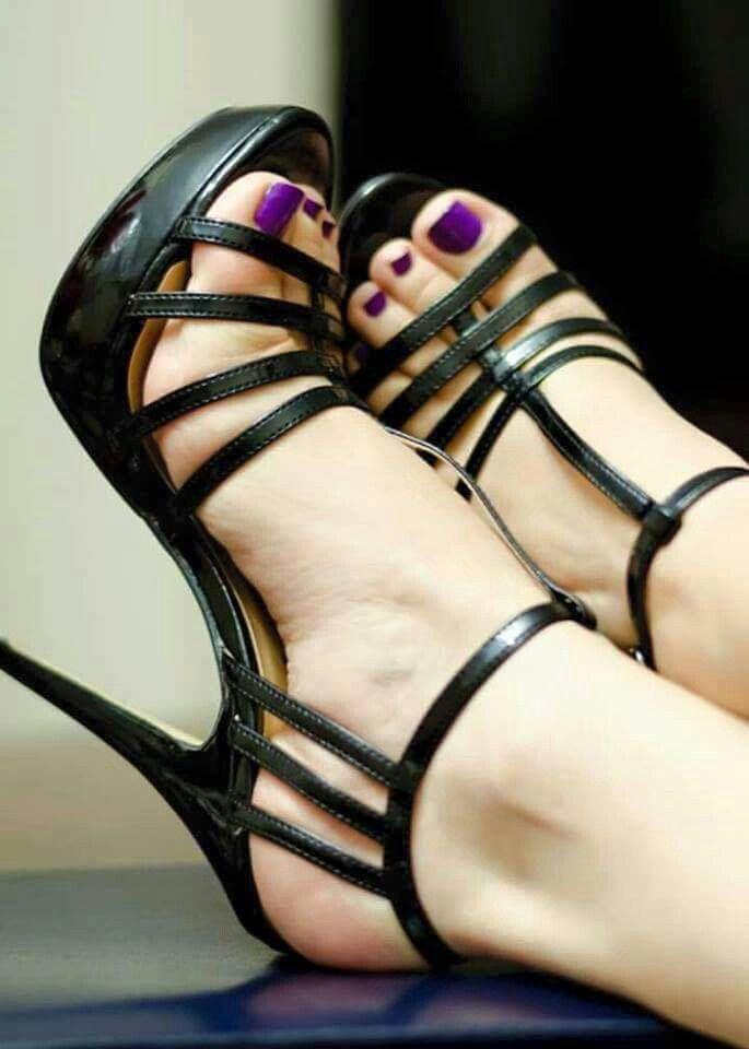 Resultado de imagen de pies calcetines sexis