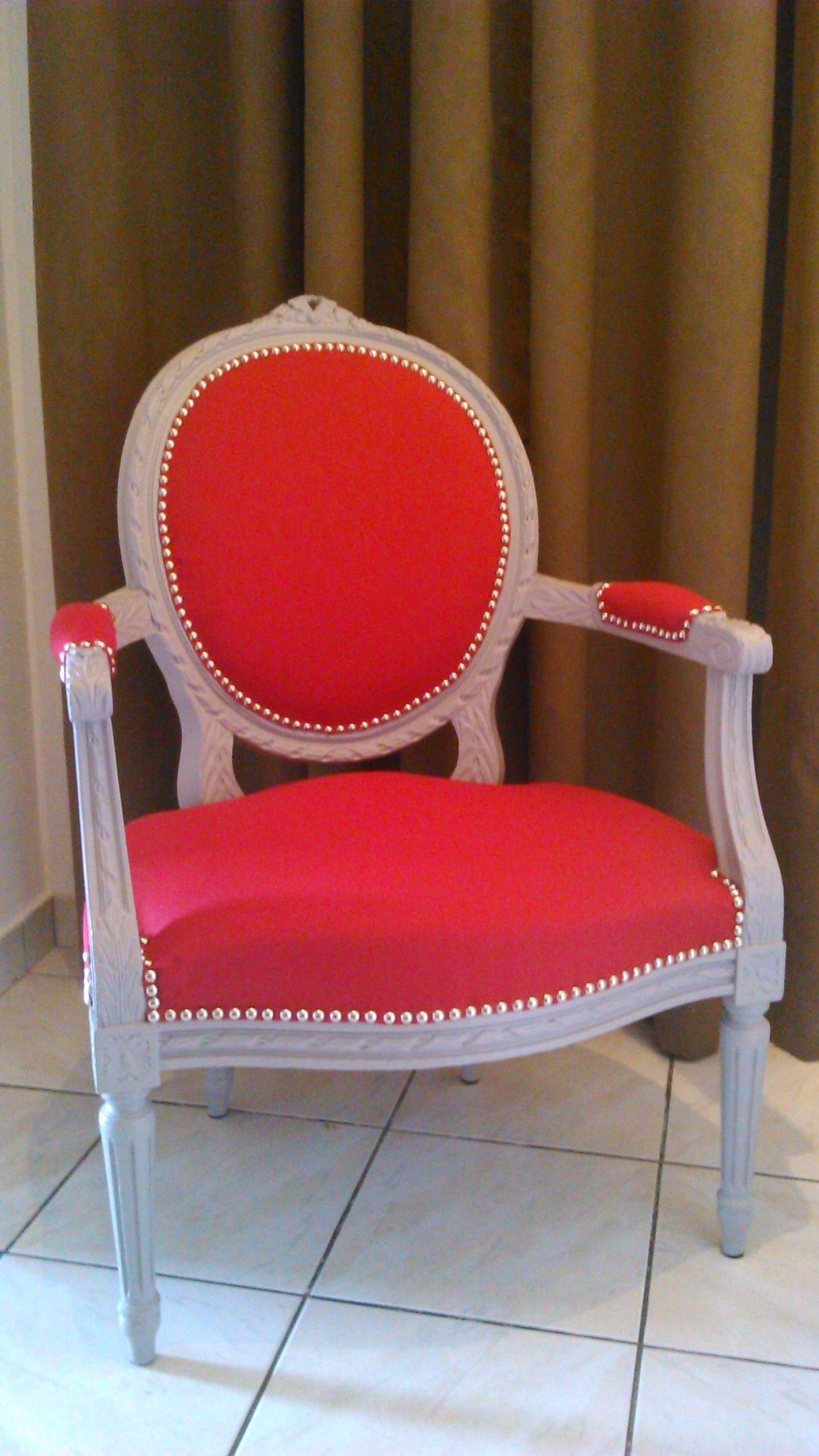 Refaire Un Fauteuil Louis Xvi fauteuil louis xvi relooké peinture et recouvrement tissu