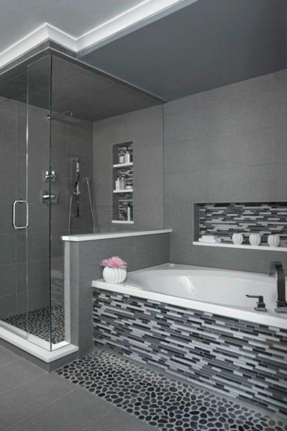 salle de bains grise, carrelage mural mosaique Bathroom
