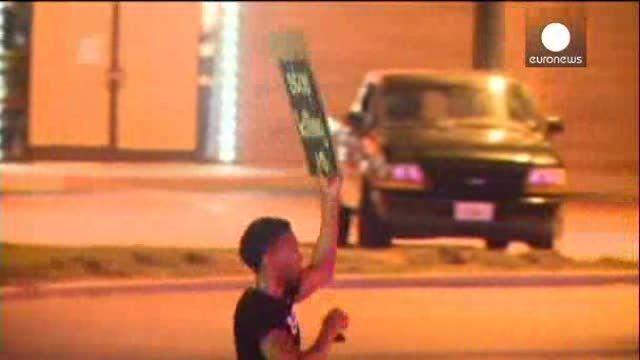 EEUU: la ira por la muerte del joven negro no amaina en las calles de Ferguson