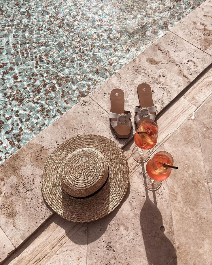 Summer. #layout #inspiration #lifestyle #theeverygirl