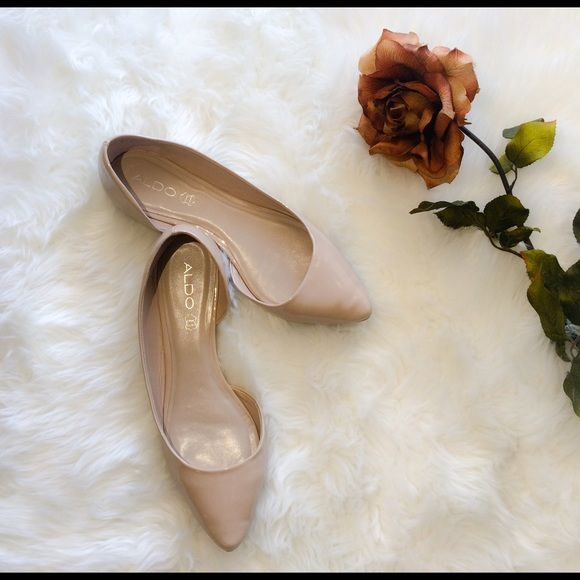 Aldo nude flats shoes size 9 Great condition, one minor flaw as pictured, only worn once ALDO Shoes Flats & Loafers